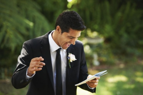 Delivering a best man speech with public speaking anxiety
