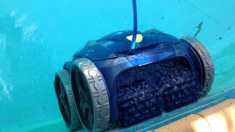 Get the Cleanest Pool with the Help of a Robotic Pool Cleaner Picture