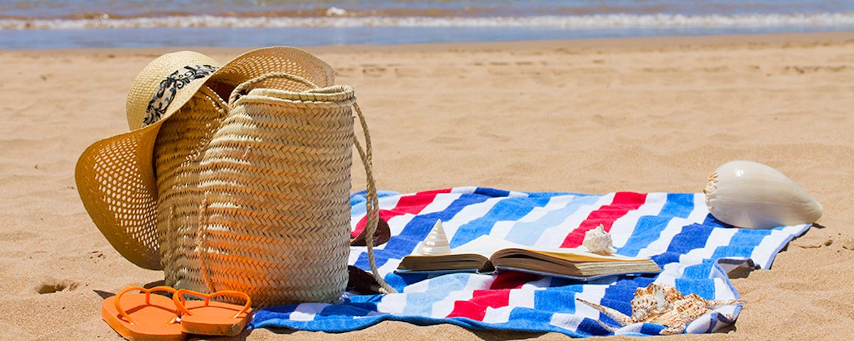 How To Take Care Of Your Belongings At The Beach